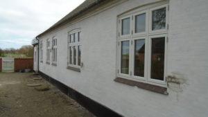 Bagsiden af huset med de nye vinduer