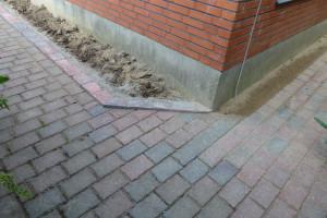 Flisekant sat i beton