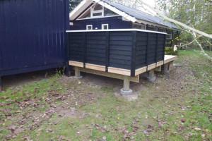 Frøslev hegn monteret på terrasse
