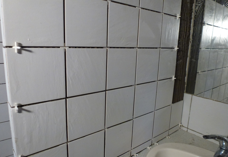 15 x 15 cm Whitestone Montering af vægfliser