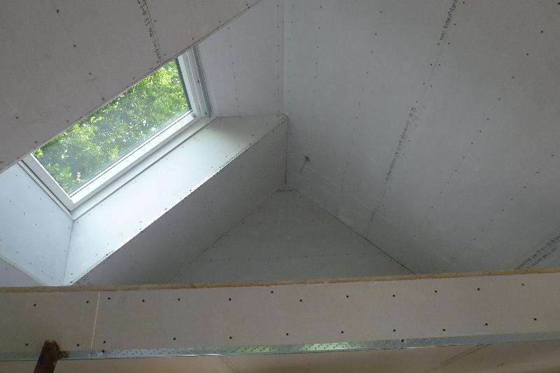 Nye ovenlysvinduer og gipsbeklædning af loft