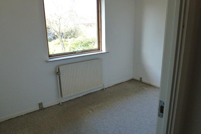 Værelse med gammelt gulvtæppe