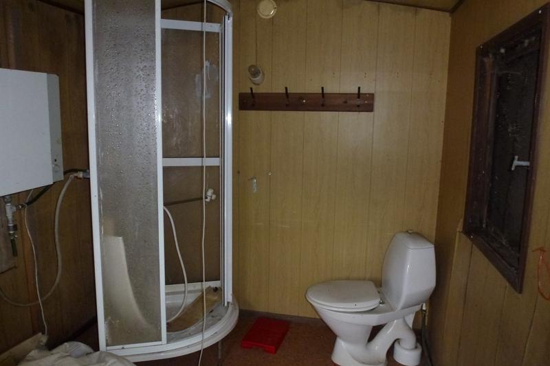 Toilet og bruseniche skal installeres i skurvognen, altså noget nyt